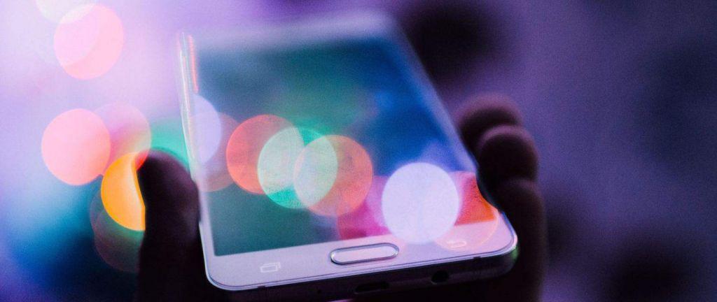 téléphone représentant le futur et les tendances digitales