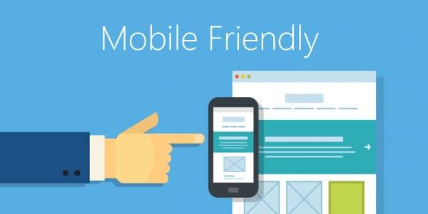 exemple d'un site mobile friendly avec le passage d'un écran ordinateur à une adaptabilité sur smartphone