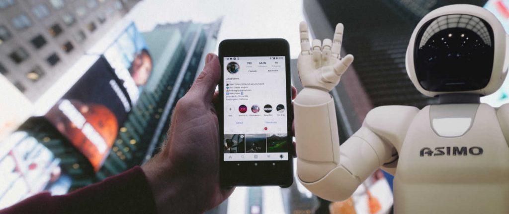 exemple d'intelligence artificielle avec un téléphone et les réseaux sociaux