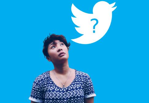 femme qui se demande pourquoi Twitter utilise l'IA
